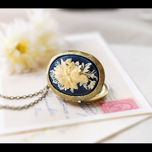 Le Chaim Cameo Locket Necklace navy blue